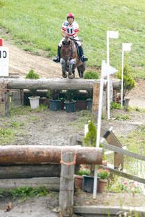 全日本総合馬術大会選手権優勝の加藤大助選手とオムドゥグゥ号(V10 RC クレイン金沢)