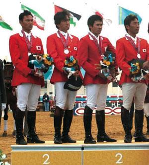 団体銀メダルの総合馬術チーム