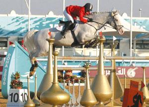 障害馬術個人4位タイの桝井選手とジー・エール号(乗馬クラブクレイン所属)
